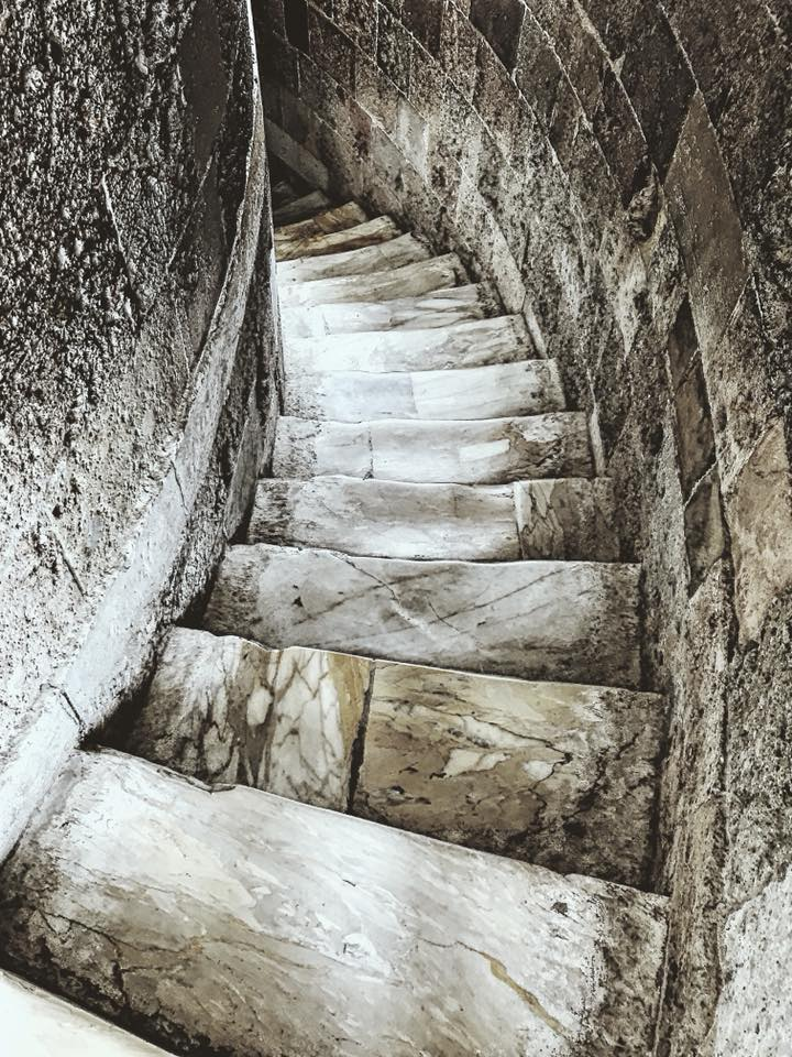 leaning tower of pisa stairs